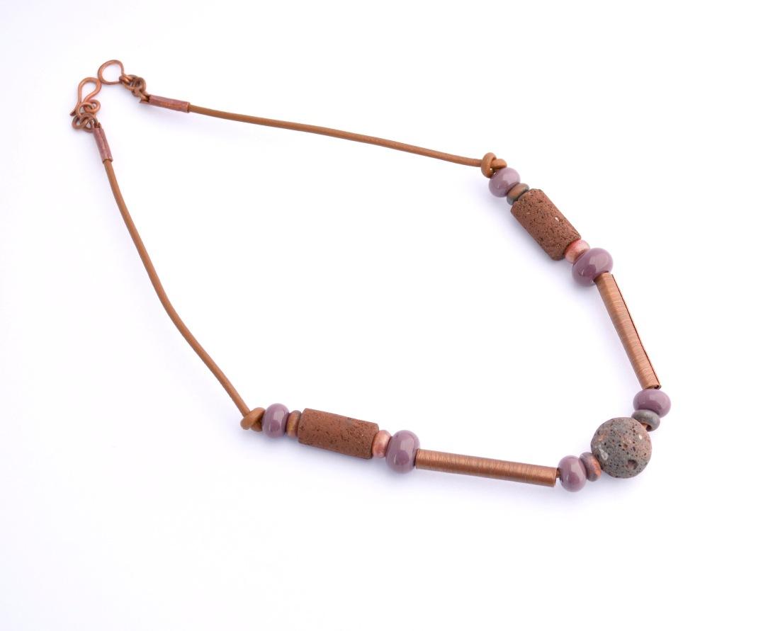 29-collar-oxidado-1-cuero-cobre-oxidado-lava-volcan-choshuenco-cuentas-de-vidrio-murano-2